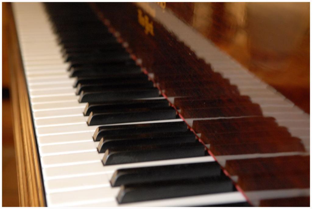 Sur le clavier du grand piano…