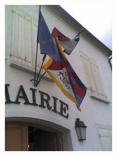 Le drapeau tibétain à Précy…