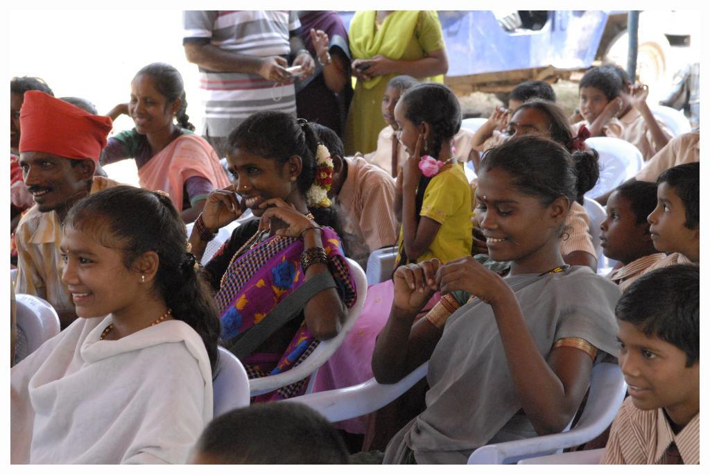 inauguration-ecole-les-enfants-adivasis1